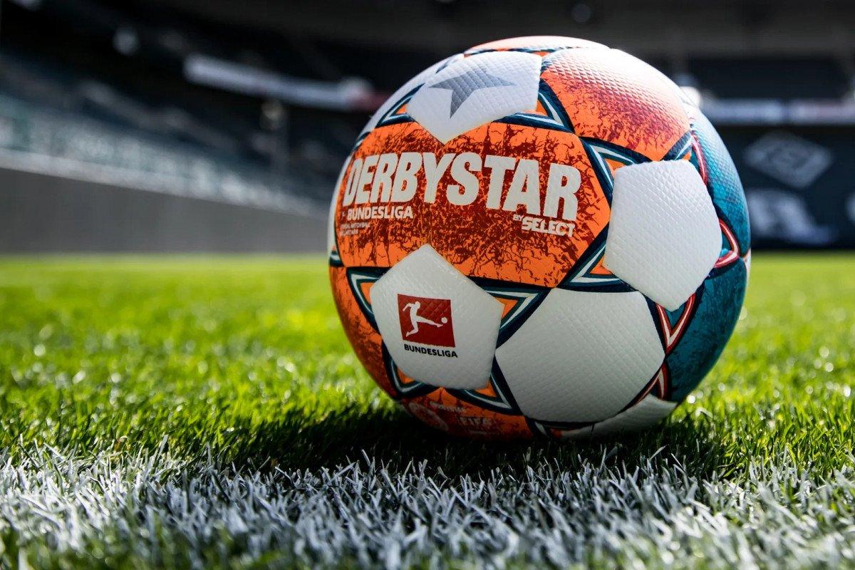 Taką piłką będą grać zawodnicy Bundesligi i 2. Bundesligi w sezonie 2021/22!